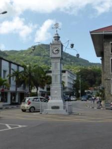 sejour-voyage-seychelles-horloge-mahe