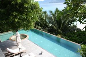 Vacances aux Seychelles sur l'île de Mahé hôtel avec piscine a débordement