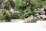 Circuit aux Seychelles hébergement hôtel au bord de la plage organisé par une agence voyage spécialisée routedesseychelles.com