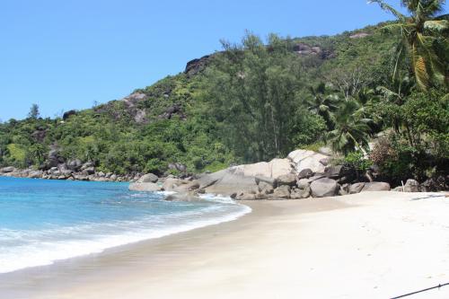 Circuit aux Seychelles hôtel Hilton Labriz île Silhouette des vacances organisées par une agence voyage spécialisée routedesseychelles.com