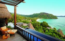 Séjour aux Seychelles hôtel Maia Luxury Resort and Spa vue depuis une villa sur océan Indien des vacances organisées par une agence voyage spécialisée routedesseychelles.com