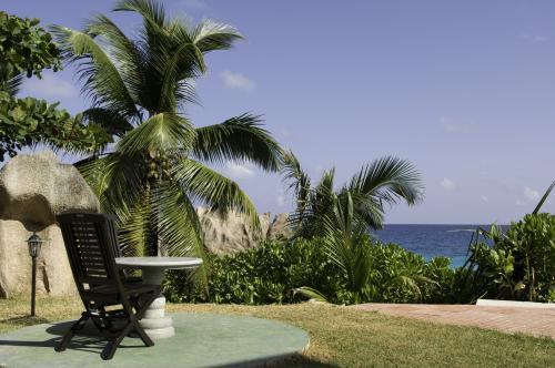 Séjour aux Seychelles hôtel Patatran Village île de La Digue des vacances organisées par une agence voyage spécialisée routedesseychelles.com