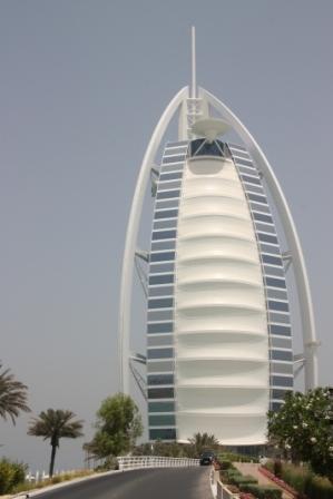 Circuit aux Seychelles combiné avec Dubaï vue de la tour Burj Al Arab organisé par une agence voyage spécialisée routedesseychelles.com
