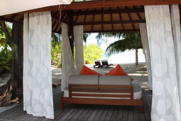 Séjours aux Seychelles repos sur île privée Denis un lit de plage