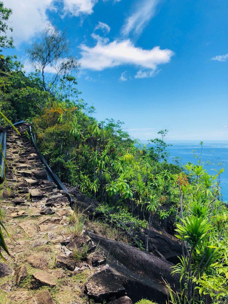 randonnee-sable-blanc-seychelles-plage-mer-bleu-vacances-voyage-circuit-sejour-